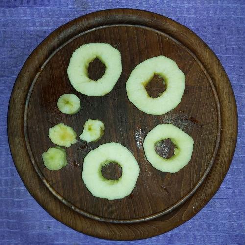 3. Snijd de appel in schijfjes